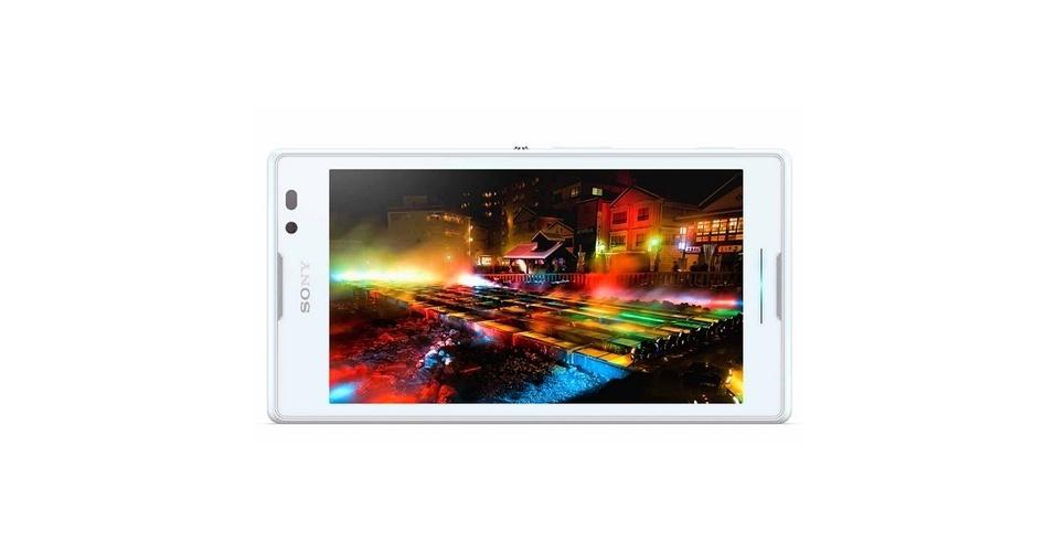 Sony Xperia C (Tela: 5 polegadas). A tela não possui uma resolução tão alta quanto a dos concorrentes, com apenas 960 x 540 pixels. Além disso, o Xperia C traz processador quad-core de 1,2 GHz, Android 4.2 e câmera de 8 megapixels. O peso é 153g