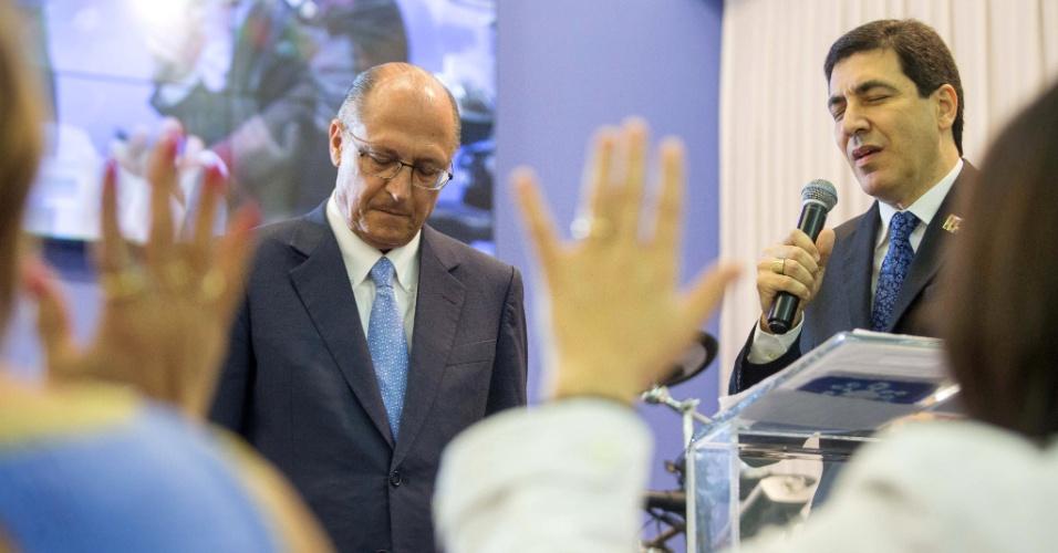 11.set.2014 - O governador de São Paulo e candidato à reeleição, Geraldo Alckmin, participa de culto da igreja evangélica El Shaddai, do bispo Rene Nossa Terra