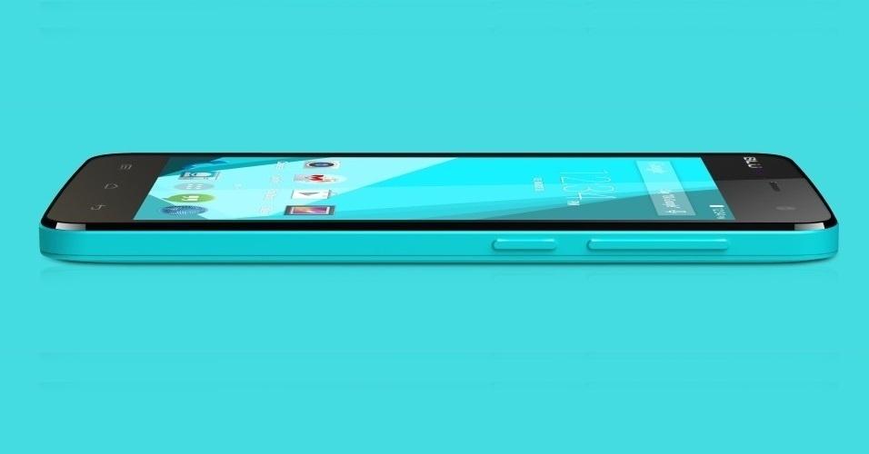O Blu Studio 5.0C HD é um smartphone esperto (processador quad-core de 1,3 GHZ e 1 GB de RAM) e com design bem chamativo (o modelo avaliado, com tela de 5 polegadas, era na cor azul bebê). Seu preço também surpreende positivamente (dentro do nicho que ele se encontra, de smartphones medianos): R$ 700