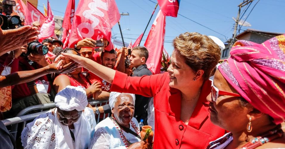 13.set.2014 - A presidente Dilma Rousseff, candidata à reeleição pelo PT, participou de ato público com representantes do movimento negro, em Nova Lima, Minas Gerais, neste sábado (13)