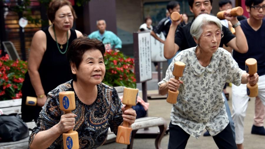 O Japão tem a maior expectativa de vida do mundo ao lado da Suíça: 84 anos - Yoshikazu Tsuno/AFP