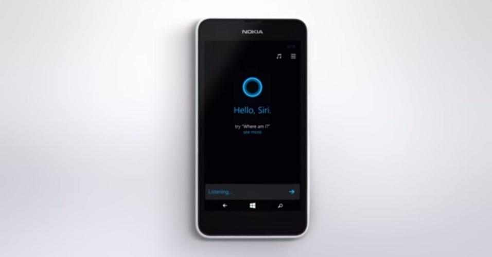 Nokia. No dia do lançamento do iPhone 6, a fabricante publicou em seu canal no YouTube um vídeo comercial em que a Cortana, assistente pessoal do Windows Phone, conversa com a Siri, assistente pessoal do sistema iOS, da Apple. Durante a conversa, a Cortana faz várias perguntas à Siri, que não consegue respondê-las. No fim, a assistente da Apple diz que ela só consegue se lembrar do tempo em que era o único telefone que podia falar