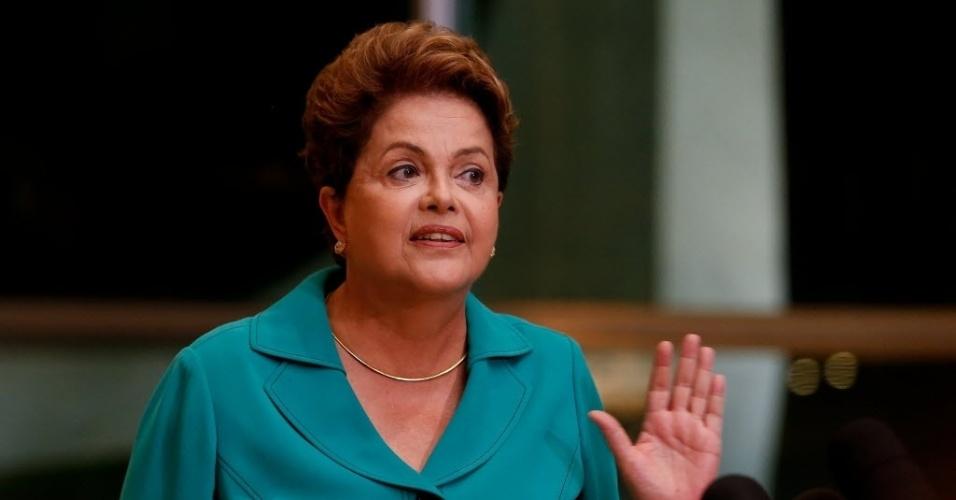 16.set.2014 - A presidente Dilma Rousseff, candidata à reeleição pelo PT, deu entrevista a jornalistas nesta terça-feira (16) do Palácio da Alvorada, em Brasília