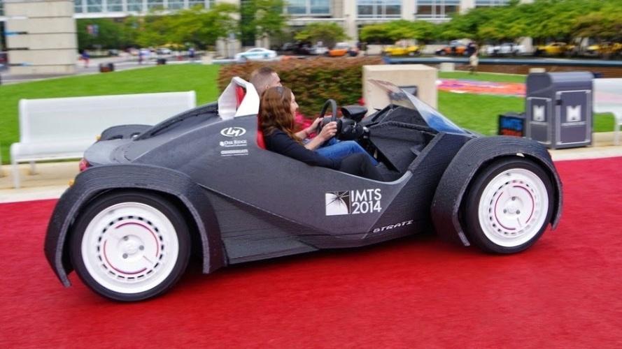 A empresa norte-americana Local Motors fez um carro utilizando uma impressora 3D. A companhia levou ao todo 44 horas para imprimir a carcaça do Strati, como foi apelidado o automóvel, e mais 24 horas para montar o veículo com motor elétrico, bateria, suspensão e outros itens. De acordo com a empresa, o Strati atinge velocidade máxima de 65 km/h e pode rodar até 242 km com uma carga de bateria