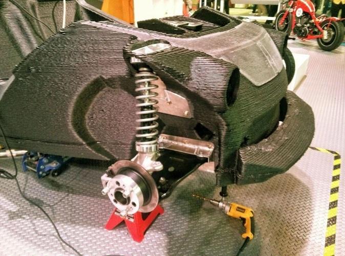 Engenheiros da Local Motors colocam suspensão no Strati