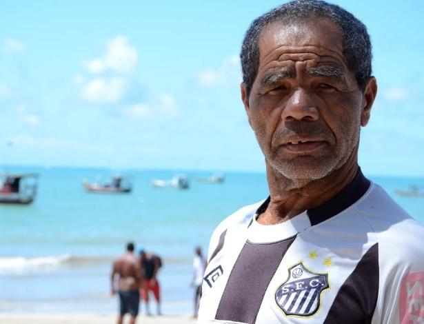 Edvaldo dos Santos, 63, trabalha há 42 anos como pescador. Ele conta que sempre teve o sonho de aprender a ler e escrever