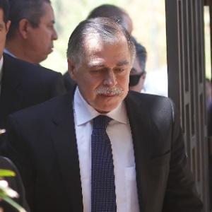 Ex-diretor de Abastecimento da Petrobras Paulo Roberto Costa (centro) chega ao Senado para depor na CPI da Petrobras - Alan Marques/Folhapress