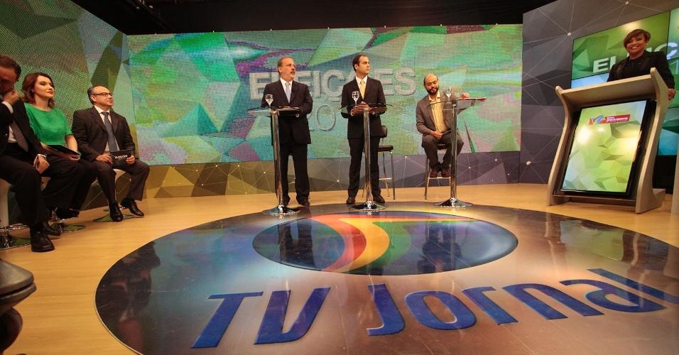 17.set.2014 - Os candidatos Armando Monteiro (PTB), Paulo Câmara (PSB) e Zé Gomes (PSOL) ao governo de Pernambuco participaram de um debate promovido pela TV Jornal, no Recife (PE), nesta terça-feira (17)