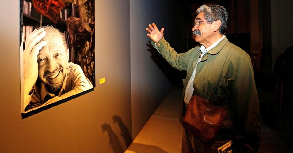17.set.2014 - O candidato ao Senado pelo Rio Grande do Sul Olívio Dutra (PT) visita a exposição