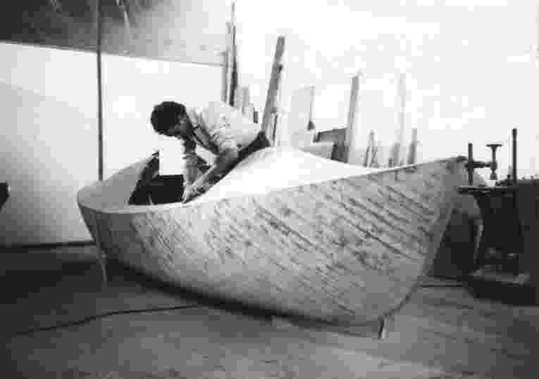18.set.2014 - Há 30 anos, o navegador Amyr Klink realizava uma proeza que o tornaria uma referência nacional e figura mundialmente conhecida: a travessia do oceano Atlântico Sul, da África ao Brasil, em um barco a remo - Arquivo Pessoal