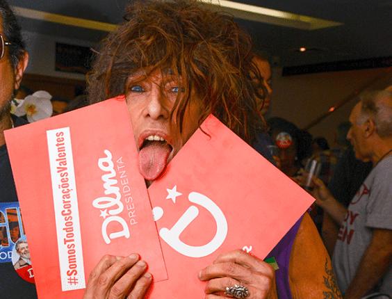 18.set.2014 - O cantor Serguei declarou que Dilma Rousseff (PT) é sua candidata à Presidência da República