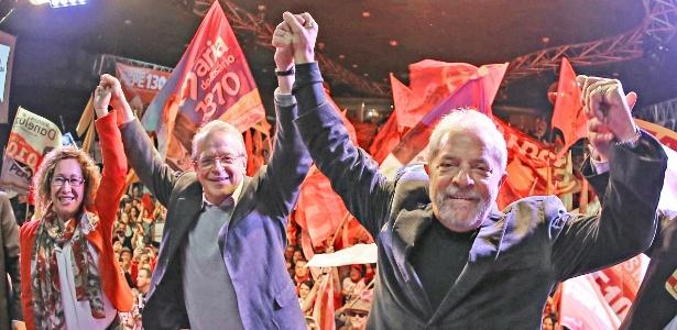 Lula participa de comício ao lado de Tarso Genro (PT) em Caxias do Sul (RS), durante campanha em 2014