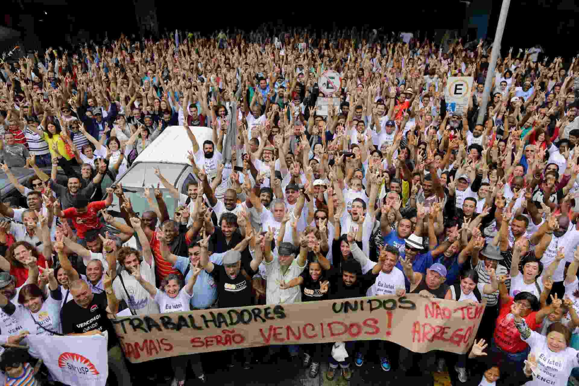 19.set.2014 - Funcionários da USP (Universidade de São Paulo) decidiram, em assembleia realizada na manhã desta sexta-feira (19), encerrar a greve. A paralisação durou 116 dias - Nelson Antoine/Frame/Estadão Conteúdo