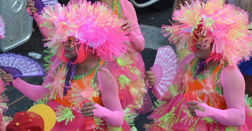 21.set.2014 - População participa da 13° Parada Gay, na cidade de Salvador, na Bahia, neste domingo (21)