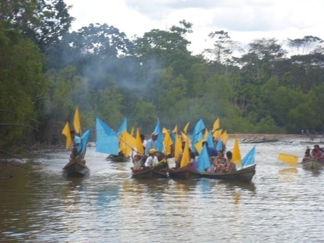 19.set.2014 - O candidato do PSDB ao governo do Acre, Márcio Bittar, divulga imagem de canoada em Marechal Thaumaturgo para levar suas propostas aos locais mais distantes do Estado