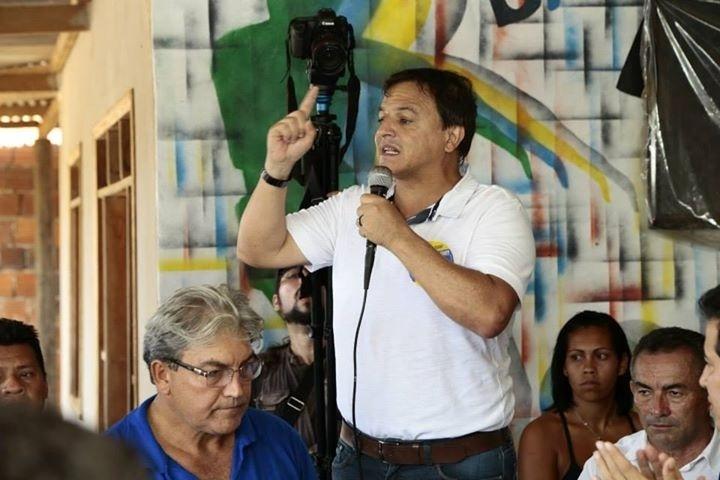 20.set.2014 - O candidato do PSDB ao governo do Acre, Márcio Bittar, participa de carreata em Assis Brasil, no Alto Acre
