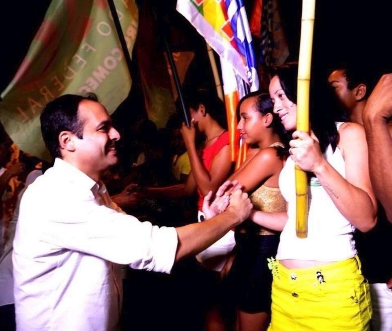20.set.2014 - Paulo Câmara, candidato do PSB ao governo de Pernambuco, faz campanha na cidade de Salgueiro