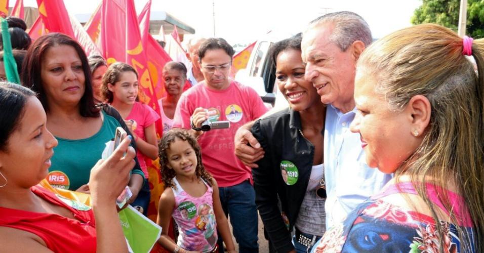 21.set.2014 - O candidato do PMDB ao governo de Goiás, Iris Rezende, faz campanha em Acreúna neste domingo