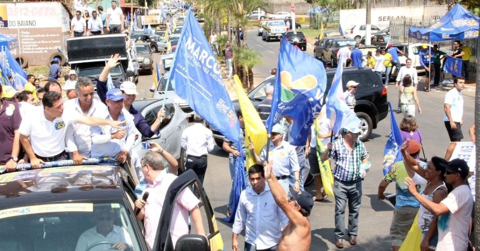 21.set.2014 - O candidato do PSDB ao governo de Goiás, Marconi Perillo, participa de carreata em Senador Canedo neste domingo