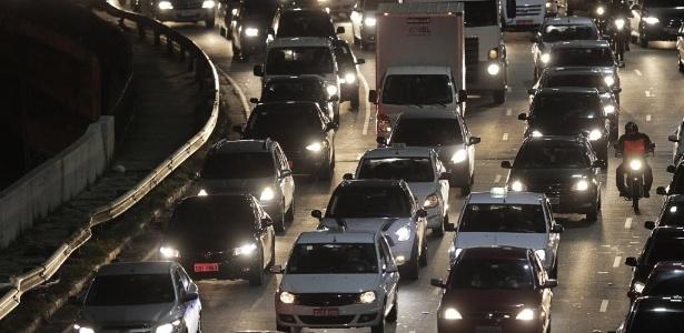 Trânsito intenso na avenida Washington Luiz, próximo ao aeroporto de Congonhas, na zona sul de São Paulo - Reinaldo Canato/UOL