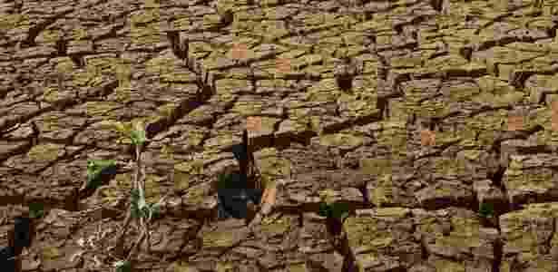 Represa de Jaguari-Jacareí, em Joanópolis (SP), que integra o sistema Cantareira, tem nível cada vez mais baixo por causa da estiagem - Davi Ribeiro/Folhapress - 21.set.2014
