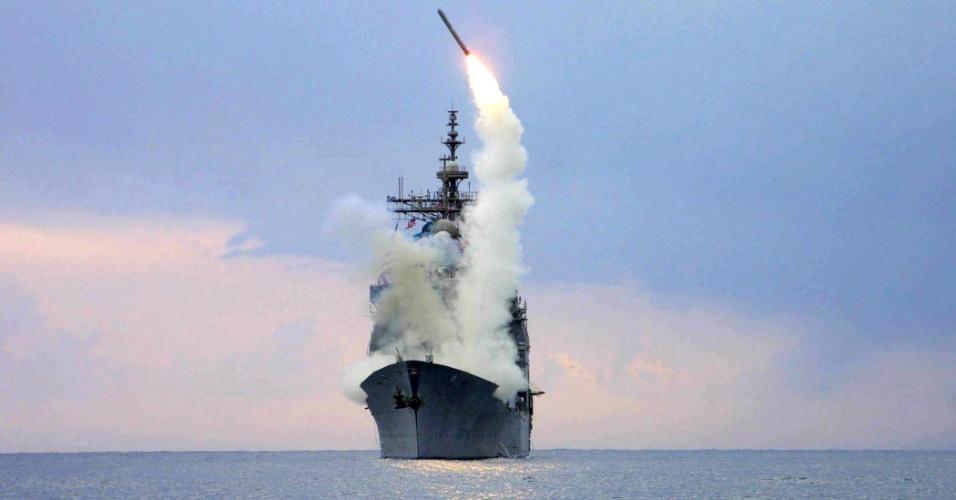 23.set.2014 - Em imagem de arquivo, de 23 de março de 2003, míssil Tomahawk é lançado de navio norte-americano no mar Mediterrâneo. Estados Unidos e