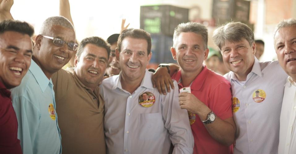23.set.2014 - O candidato do PSB ao governo de Goiás, Vanderlan Cardoso, faz campanha no Ceasa