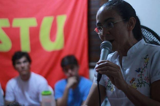 24.jun.2014 - Candidata ao Senado por Alagoas, Heloísa Helena (PSOL) discursa durante evento do PSTU, que este ano compõe a frente de Esquerda Alagoas