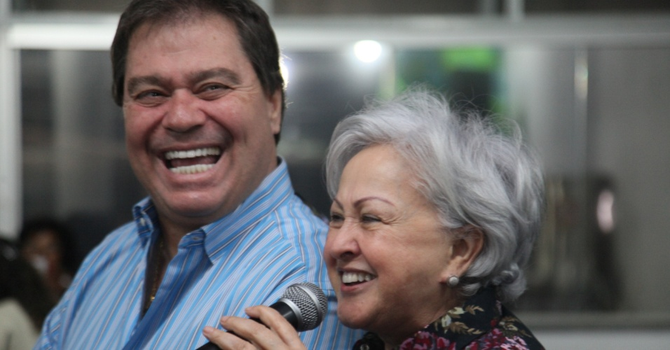 10.set.2014 - O senador Gim Argello (PTB), candidato à reeleição no Distrito Federal, participa de ato de campanha junto com a sua suplente, Weslian Roriz, em Brasília
