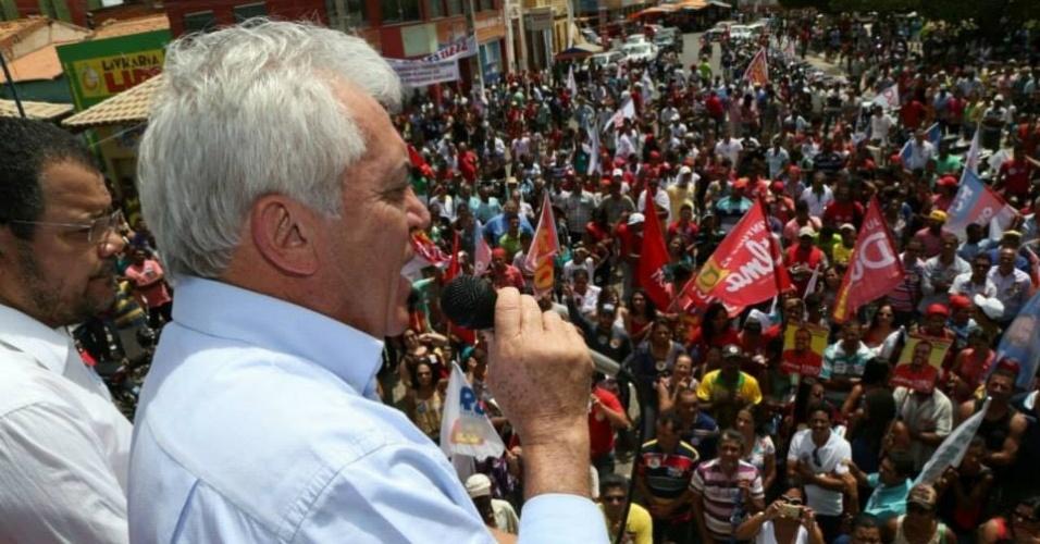 12.set.2014 - O candidato ao Senado Otto Alencar (PSD) discursa durante comício em Xique-Xique, na Bahia