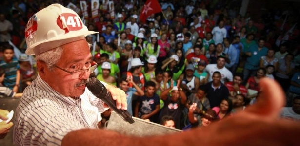 Ferrer discursa durante evento de campanha, em Parnaíba, pouco depois de se recuperar da dengue