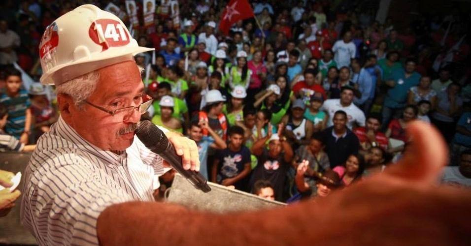 19.set.2014 - O candidato do PTB ao Senado pelo Piauí, Elmano Ferrer, discursa durante evento de campanha em Parnaíba. O petebista, que contraiu dengue no início da campanha, usa o nome de urna