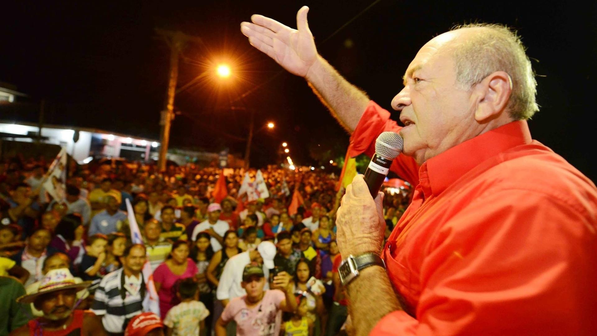 19.set.2014 - O deputado federal Francisco Praciano (PT), candidato ao Senado pelo Amazonas, discursa para apoiadores durante comício em Manaus