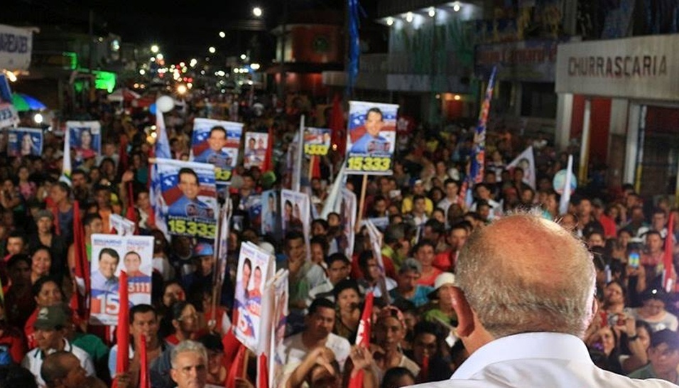 1.set.2014 - O deputado federal Francisco Praciano (PT), candidato ao Senado pelo Amazonas, discursa para apoiadores durante comício em Manaus