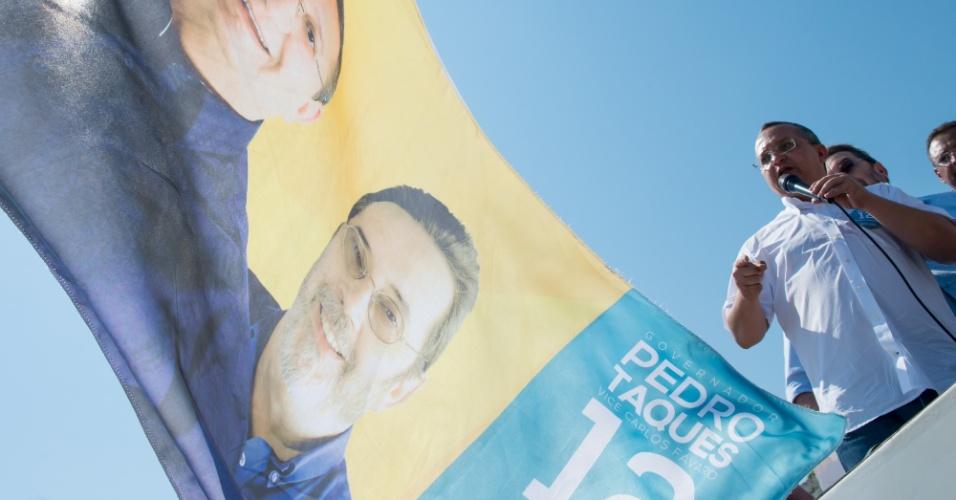 20.set.2014 - Pedro Taques, candidato do PDT ao governo do Mato Grosso, discursa durante comício na cidade de Querência