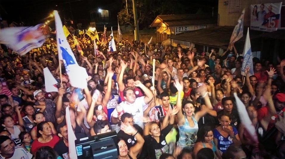 21.set.2014 - Apoiadores de Eduardo Braga (PMDB), candidato ao governo do Amazonas, participam de comício em Boca do Acre, a 1.027 km de Manaus