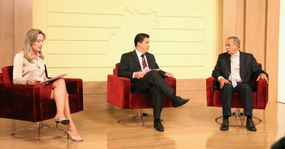 23.set.2014 - O candidato do PMDB ao governo de Goiás, Íris Rezende, dá entrevista à TV Serra Dourada em Goiânia