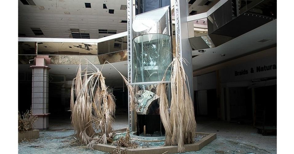 """24.set.2014 - """"As pessoas ficavam impressionadas quando vias essas fotos. Pensavam que estavam vendo fotos de lugares abandonados na Guerra Frio na Europa ou algo assim, e não de lugares que existem atualmente"""", explicou o fotógrafo á BBC"""