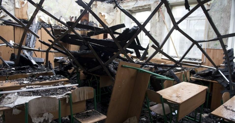 24.set.2014 - Imagem mostra sala de aula destruída em Donetsk, na Ucrânia. A escola foi atingida por um bombardeio em 27 de agosto. Com o ano letivo previsto para começar em 1º de outubro de 2014, muitos alunos correm o risco de ficarem sem aulas por instalações danificadas e professores não pagos