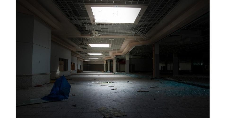 24.set.2014 - Lawless se dedica a fotografar edifícios abandonados há anos e compartilha seu trabalho pelas redes sociais