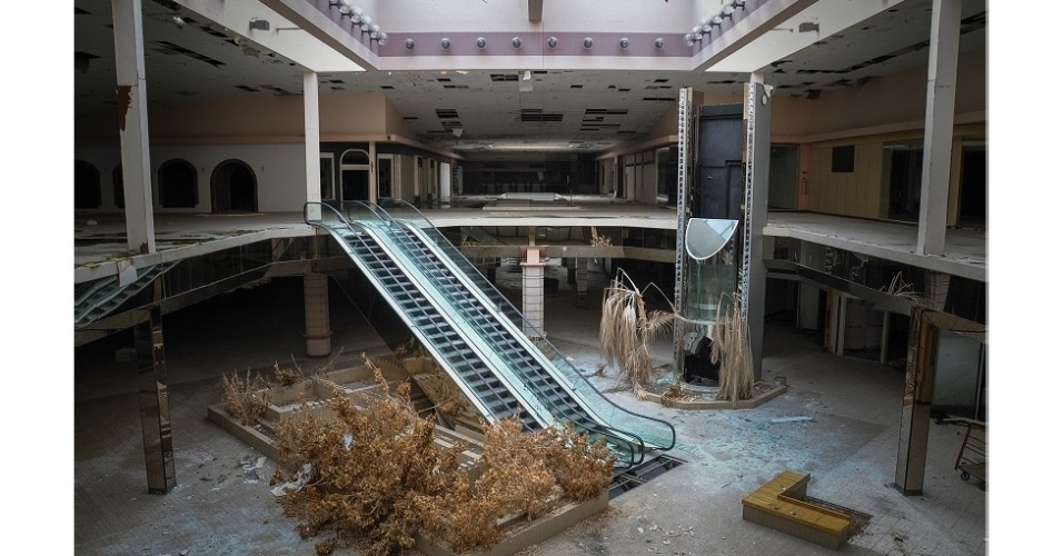 24.set.2014 - Para o fotógrafo, esses dois centros comerciais são um exemplo das consequências da recente crise econômica nos Estados Unidos e de como a popularidade das compras pela internet abalou os negócios das lojas físicas
