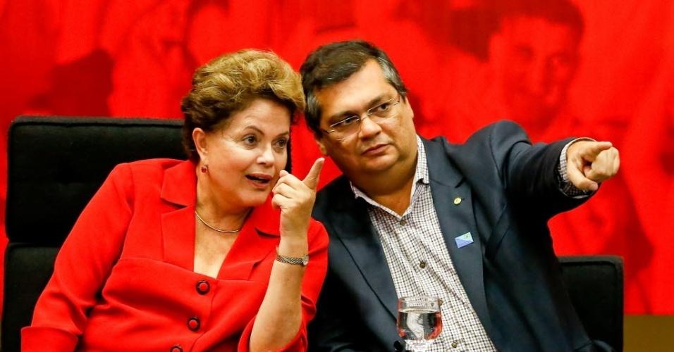 27.jun.2014 - Presidente Dilma Rousseff participa da Convenção Nacional do PCdoB, no qual o partido ratificou o apoio à reeleição da presidente, no auditório Nereu Ramos, na Câmara dos Deputados. Ao lado dela o candidato ao governo do Maranhão Flávio Dino