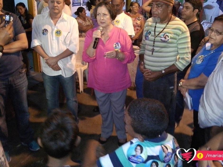 7.set.2014 - A candidata do DEM ao Senado por Sergipe, Maria do Carmo, participa de comício na avenida São Paulo, em Aracaju. Ela lidera com folga as últimas pesquisas de intenção de votos