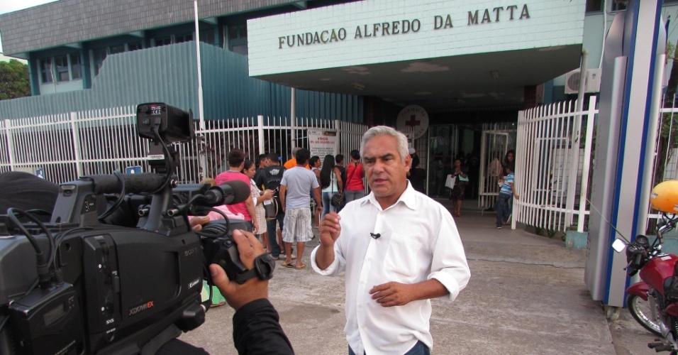8.set.2014 - O candidato ao governo do Amazonas Herbert Amazonas (PSTU) grava programa eleitoral em frente à Fundação Alfredo da Mata em Manaus