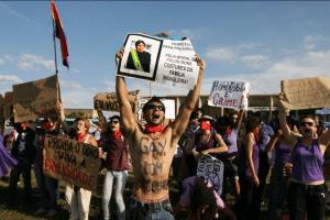 Ativistas LGBT fazem manifestação pela criminalização da homofobia