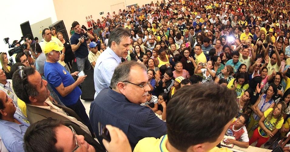 8.ago.2014 - O senador Cássio Cunha Lima, candidato ao governo da Paraíba pelo PSDB, participou do lançamentos de candidaturas a deputado federal do vice-governador do Estado, Rômulo Gouveia (PSD), e da candidatura a deputado estadual do vereador Bruno Cunha Lima (PSDB)