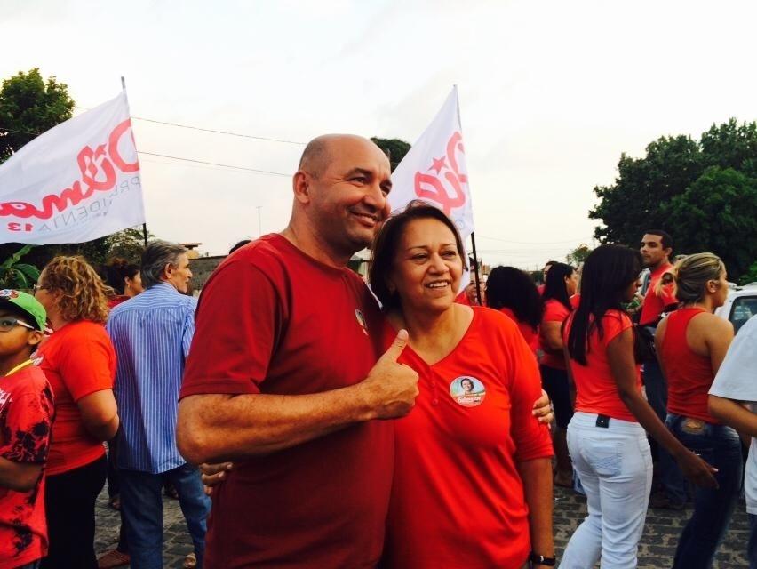 23.set.2014 - A candidata do PT ao Senado do Rio Grande do Norte, Fátima Bezerra, durante comício em bairro de Natal