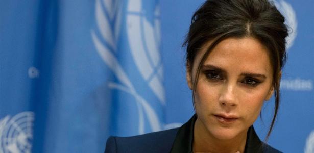 A ex-integrante da banda britânica Spice Girls, Victoria Beckham, recebe o título de embaixadora da Unaids, programa das Nações Unidas sobre HIV/Aids, das mãos do próprio diretor da agência, Michel Sidibé