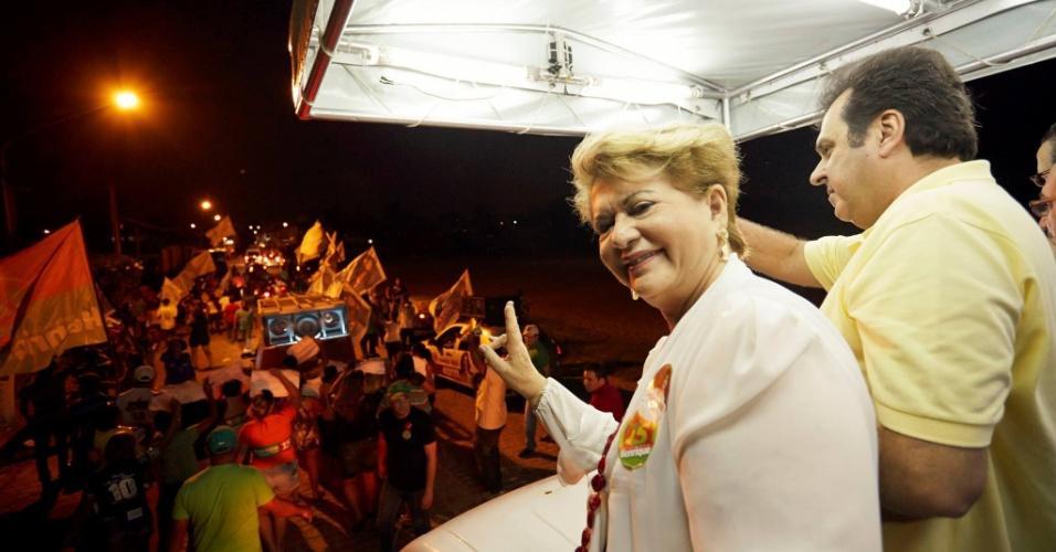 4.ago.2014 - A candidata ao Senado do Rio Grande do Norte pelo PSB, Wilma de Faria, faz campanha no interior do Estado