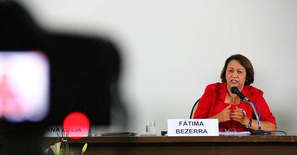 8.set.2014 - A candidata do PT ao Senado do Rio Grande do Norte, Fátima Bezerra, participa de debate na UFRN (Universidade Federal do Rio Grande do Norte)